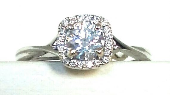 Is Fluorescence Important when buying the perfect diamond ring