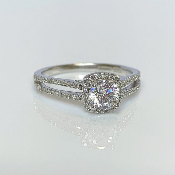 18ct White Gold & Diamond Split Shoulder Diamond Ring