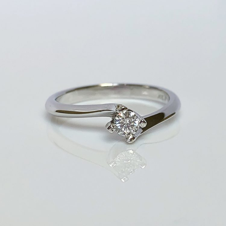 18ct White Gold & 0.20ct Diamond Solitaire Twist Engagement Ring